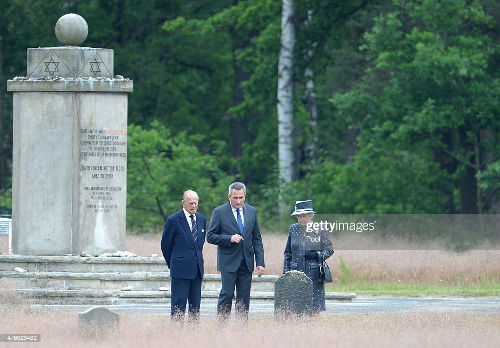 Queen Elizabeth II Visits Lower-Saxony : News Photo