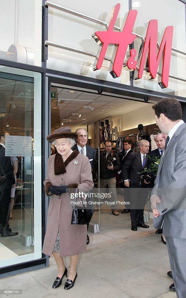 Queen Elizabeth II At King Edward Court Shopping Centre : News Photo