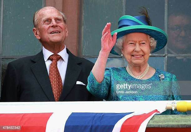 Queen Elizabeth II and Prince Philip Duke of Edinburgh wave from the balcony of the city hall on June 25 2015 in Frankfurt am Main Germany The Queen...