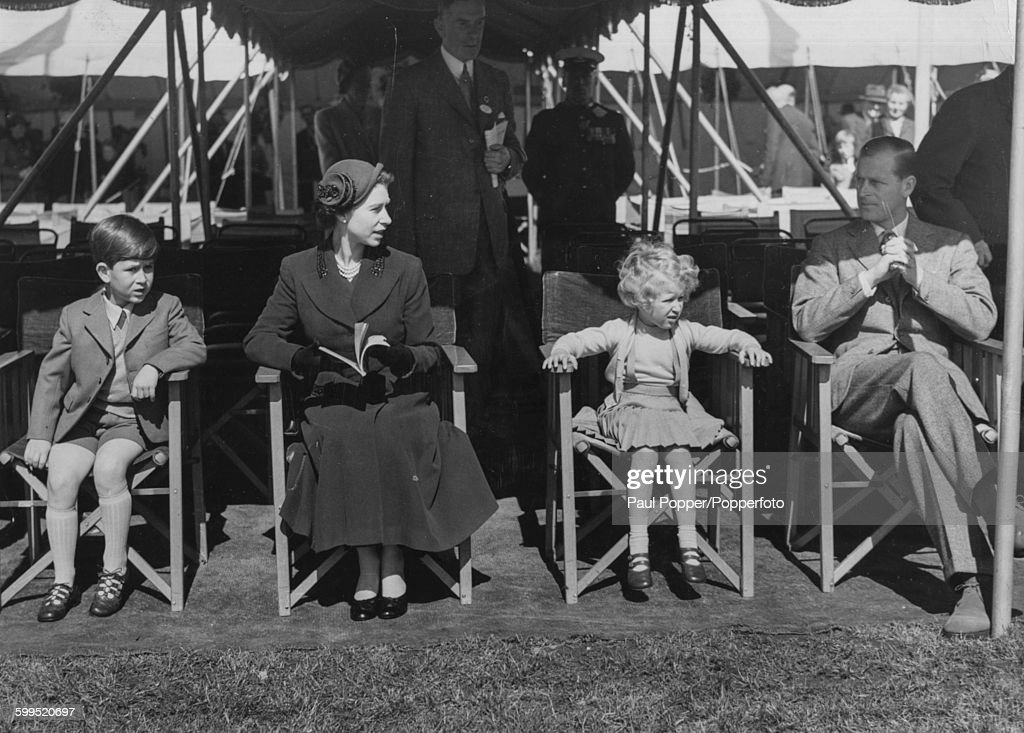 Queen Elizabeth II And Family At Windsor Horse Show : News Photo