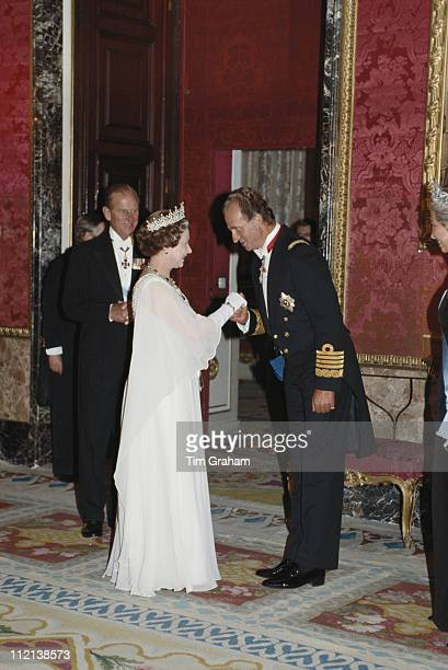 Queen Elizabeth II and Prince Philip meeting King Juan Carlos I of Spain at the Palacio Real de Madrid in Madrid for a state banquet in Spain 18...