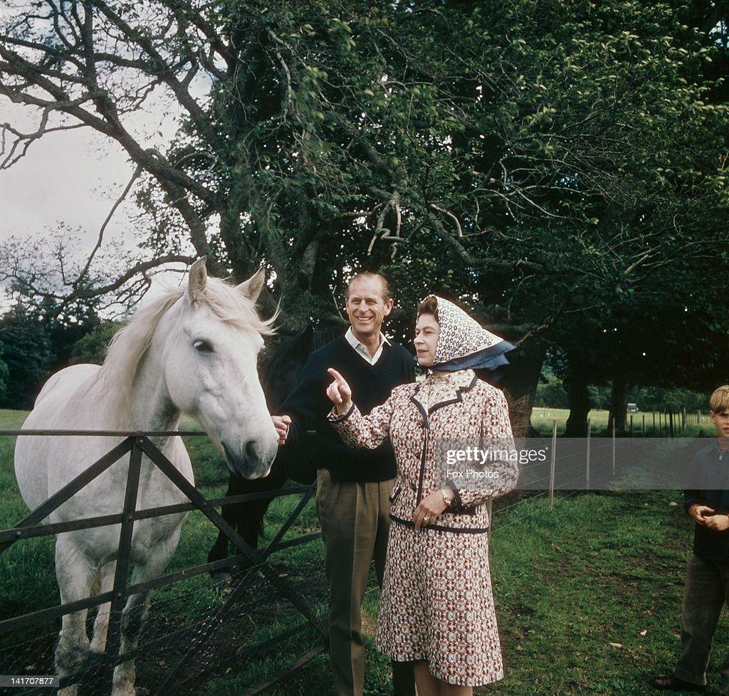 Queen's Silver Wedding : News Photo