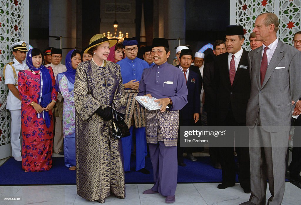 Queen & Philip Visit Malaysian Mosque : News Photo