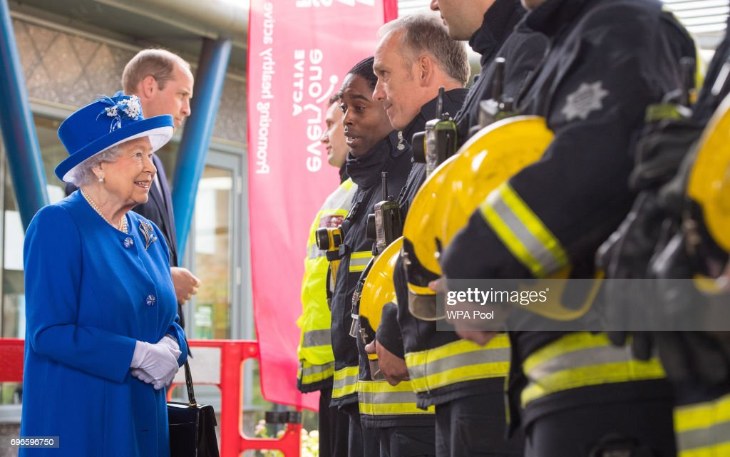 The Queen Visits Scene Of Grenfell Tower Fire : Nachrichtenfoto