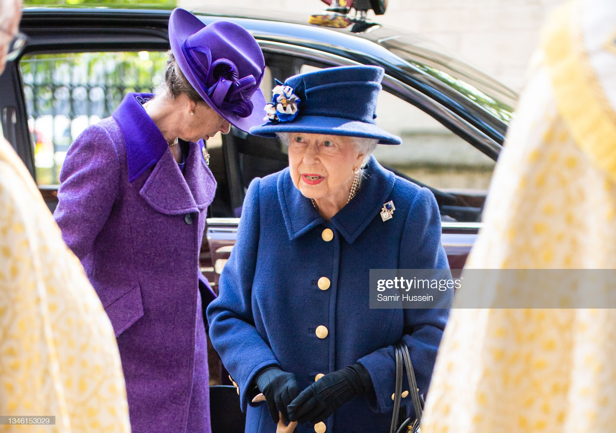 queen-elizabeth-ii-and-princess-anne-princess-royal-attend-a-service-picture-id1346153029