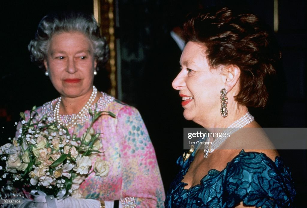 Queen Elizabeth II and Princess Margaret attend a charity co : News Photo