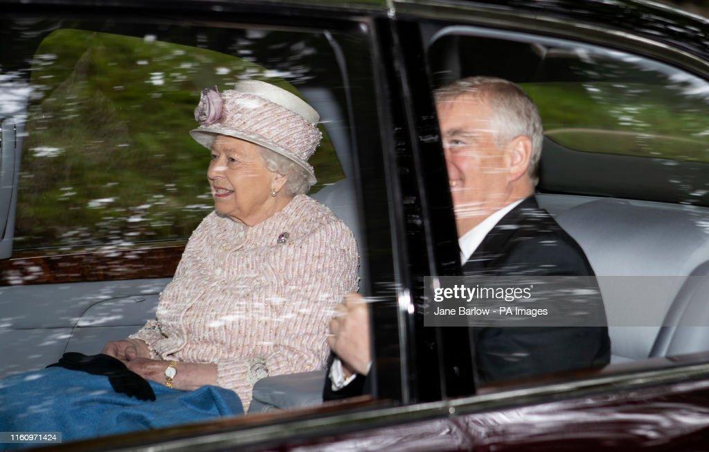 Queen attends church service - Crathie Kirk : News Photo