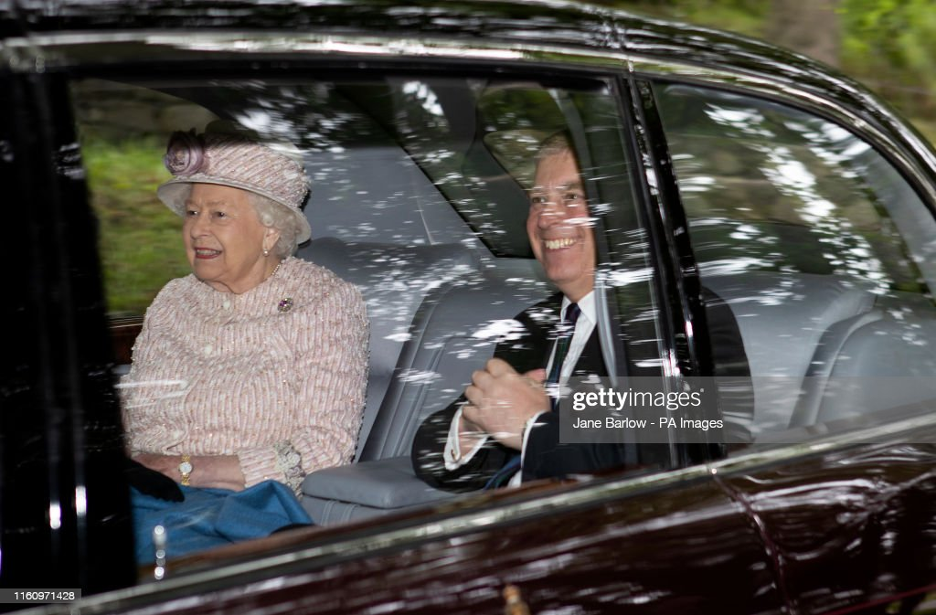 Queen attends church service - Crathie Kirk : ニュース写真