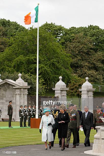 Queen Elizabeth II and the Irish President Mary McAleese attend a wreath laying ceremony at the Irish War Memorial Garden in Islandbridge on May 18...