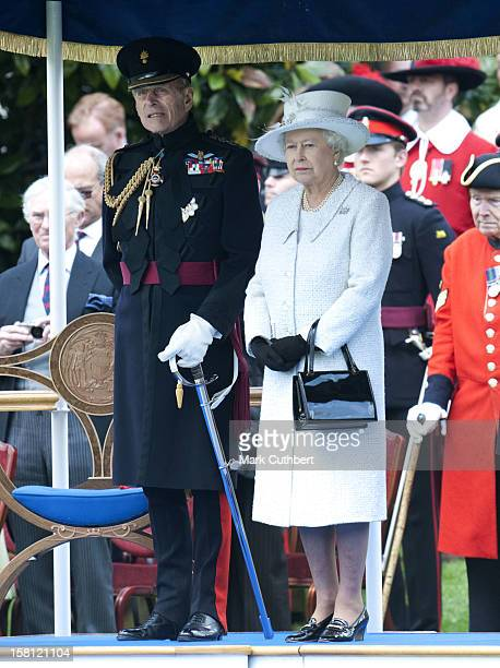 Queen Elizabeth Ii And The The Duke Of Edinburgh Review The Company Of Pikemen And Musketeers Of The Honourable Artillery Company At Armoury House In...