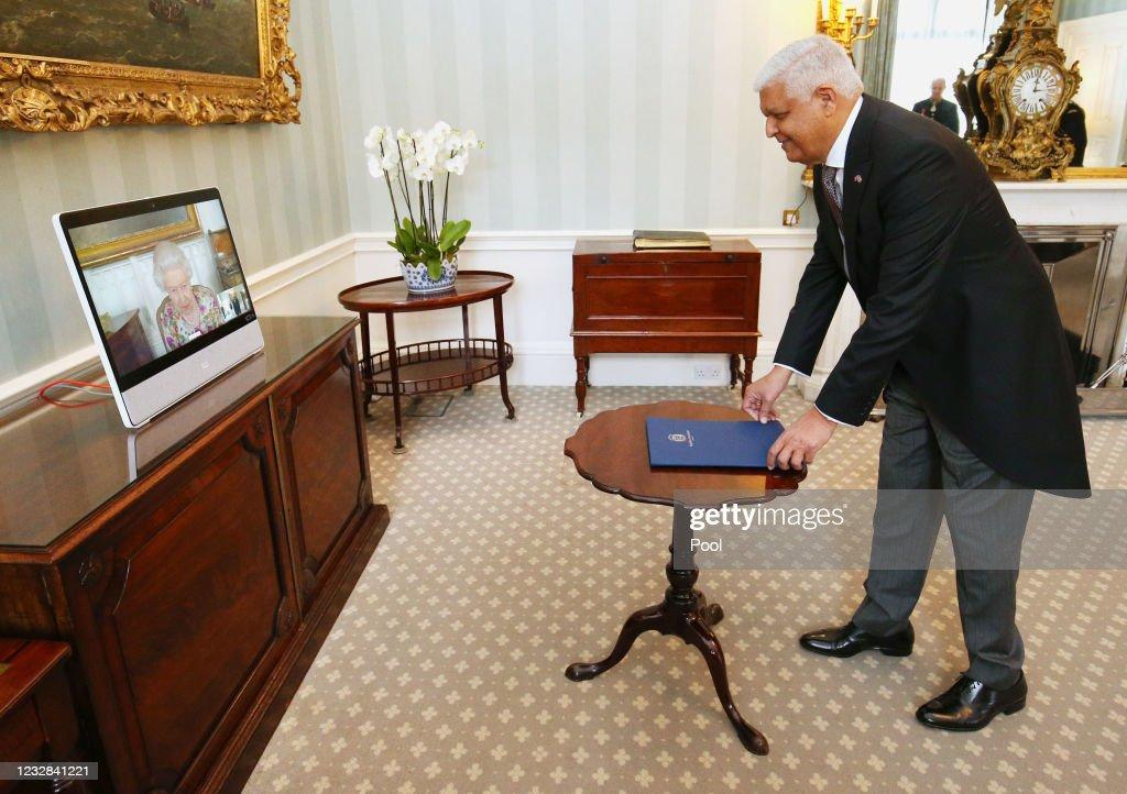 Virtual Audiences At Buckingham Palace : News Photo