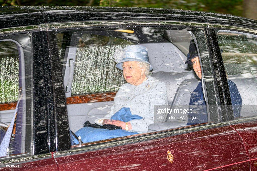 Queen Elizabeth II attends church : News Photo