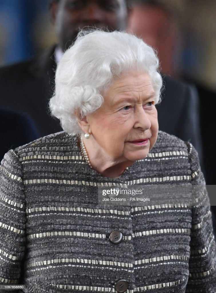 The Queen at King's Lynn railway station : News Photo