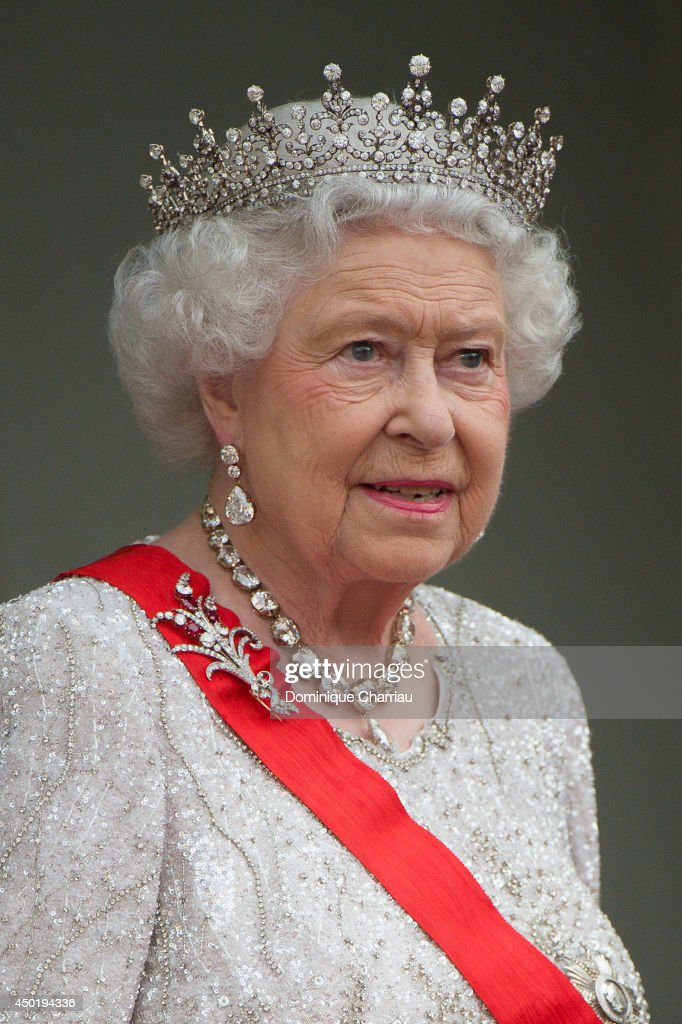 Queen Elizabeth II On Official Visit In Paris : Day 2 : News Photo