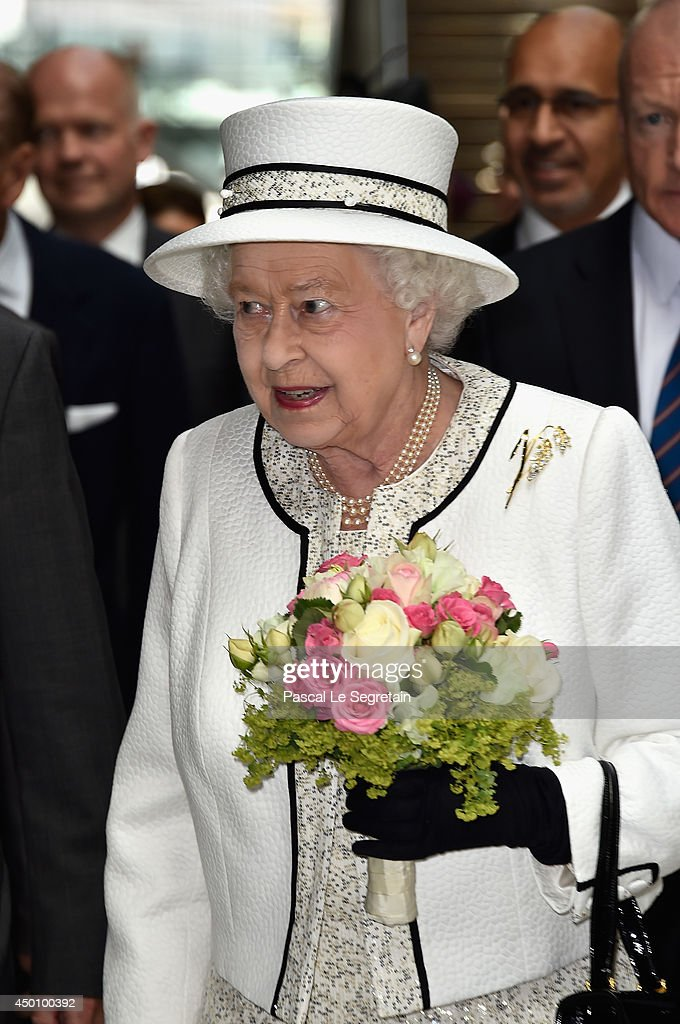 Queen Elizabeth II On Official Visit In Paris : Day 1 : News Photo