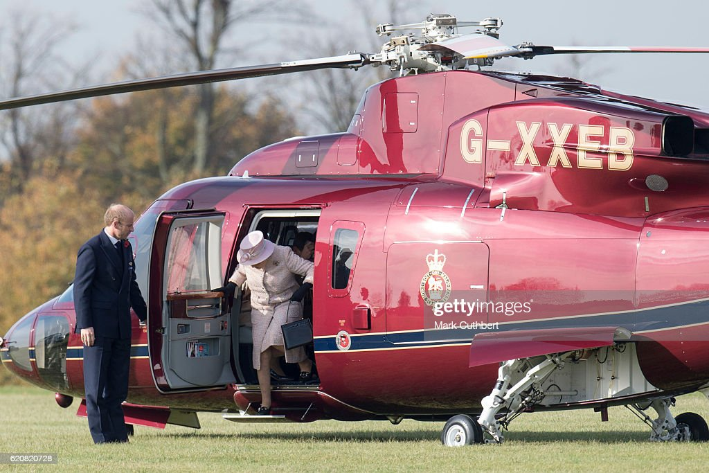 The Queen Visits Newmarket : News Photo