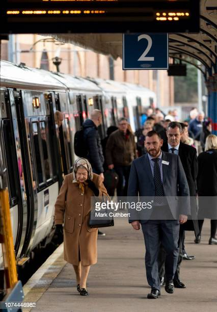 Queen Elizabeth II arrives by train at King's Lynn Station to begin the Christmas Holidays at Sandringham on December 20, 2018 in King's Lynn,...
