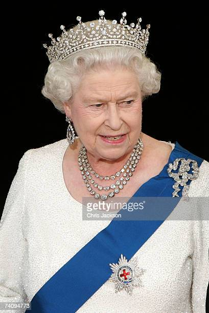 Queen Elizabeth II arrives for a formal white-tie state dinner at the White House May 7, 2007 in Washington, DC. Queen Elizabeth II and Prince...