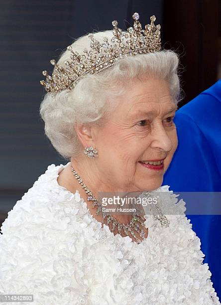 Queen Elizabeth II arrives for a State Banquet in Dublin Castle with Irish President Mary McAleese on May 18 2011 in Dublin Ireland The Duke and...