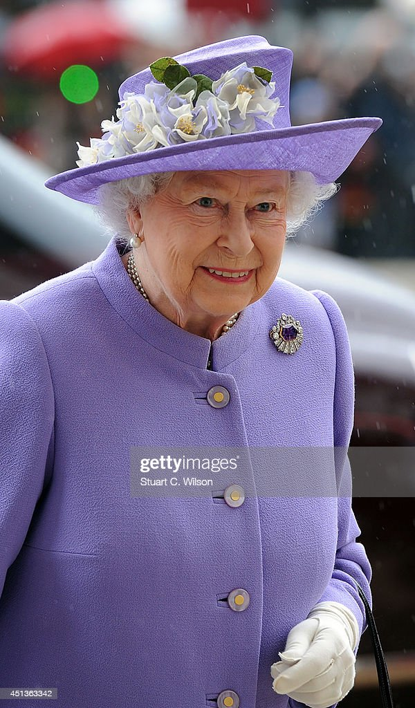 The Queen And Duke Of Edinburgh Attend A Solemn Drumhead Service At The Royal Hospital Chelsea : News Photo