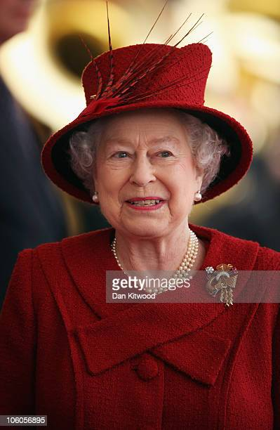 Queen Elizabeth II arrives to greet the Emir of Qatar Sheikh Hamad bin Khalifa al Thani to her Windsor residence on October 26 2010 in Windsor...