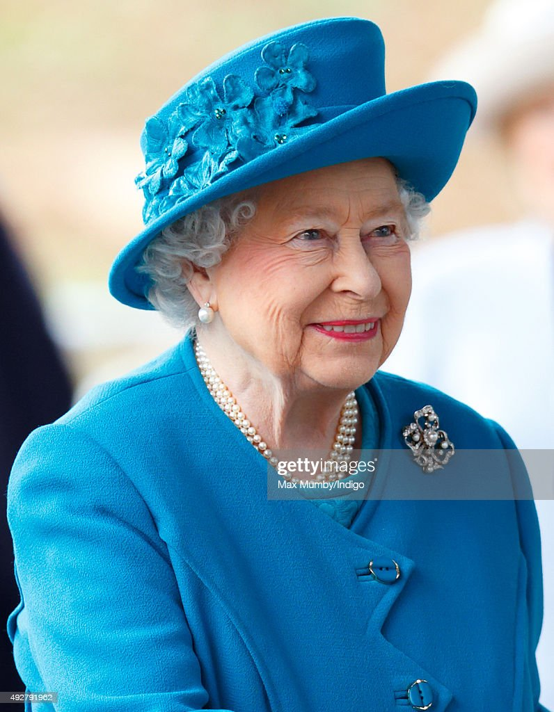 The Queen And Duke Of Edinburgh Open The School Of Veterinary Medicine : News Photo