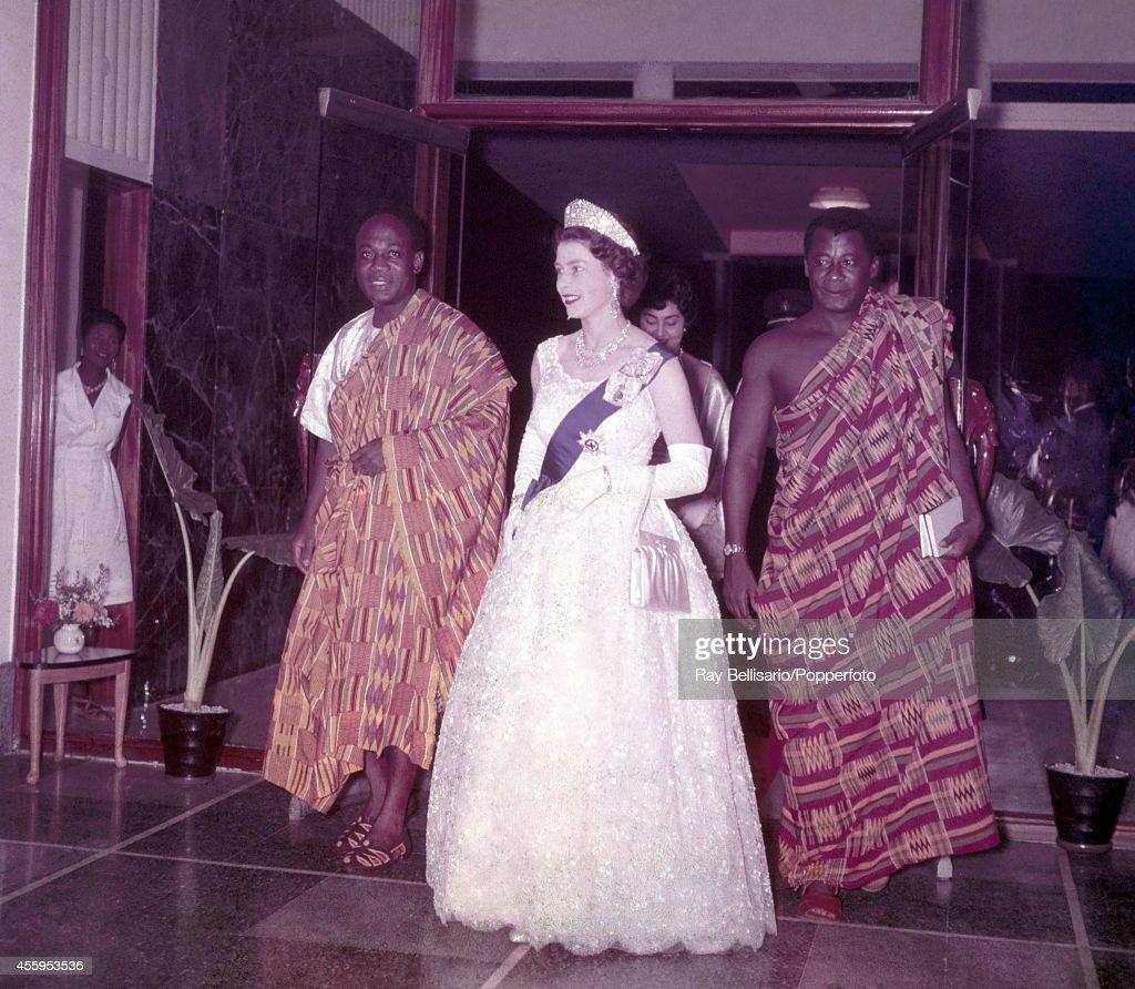 Queen Elizabeth II With Kwame Nkrumah : News Photo