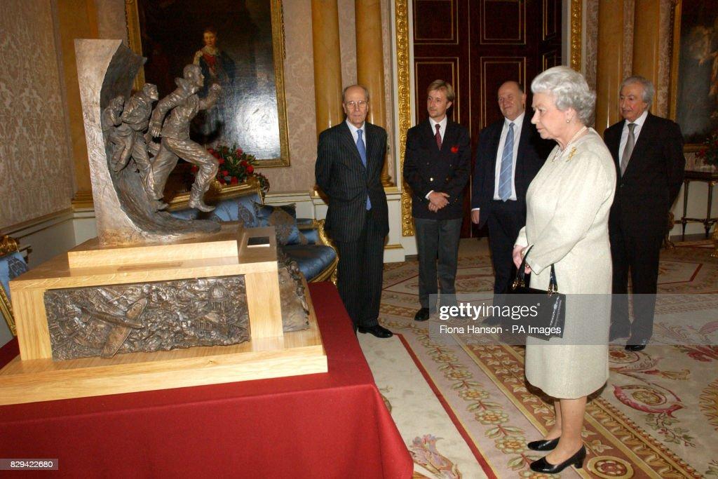 Queen unveils Battle of Britain Monument : News Photo