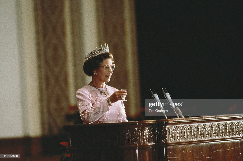 Queen Elizabeth II attending a banquet, held in the Hall Of The People, Beijing, whille on an official state visit to China, 13 October 1986. The dress worn by the Queen is decorated with tree peony blossom, the national flower of China, and was designed by Ian Thomas. (Photo by Tim Graham/Getty Images