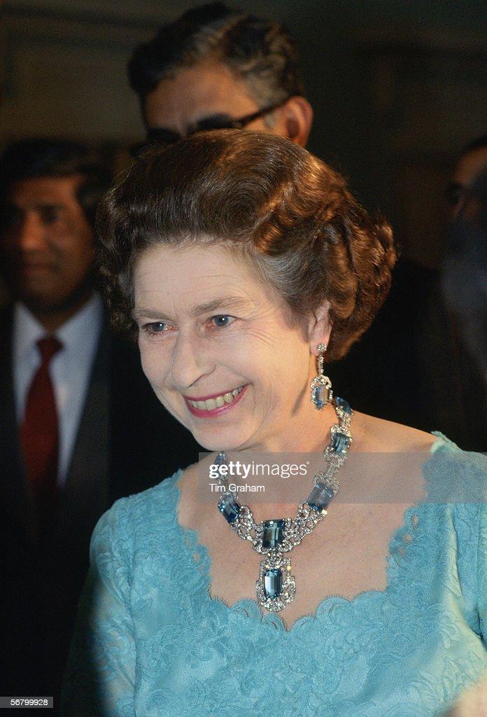 Queen At Indian Banquet : News Photo