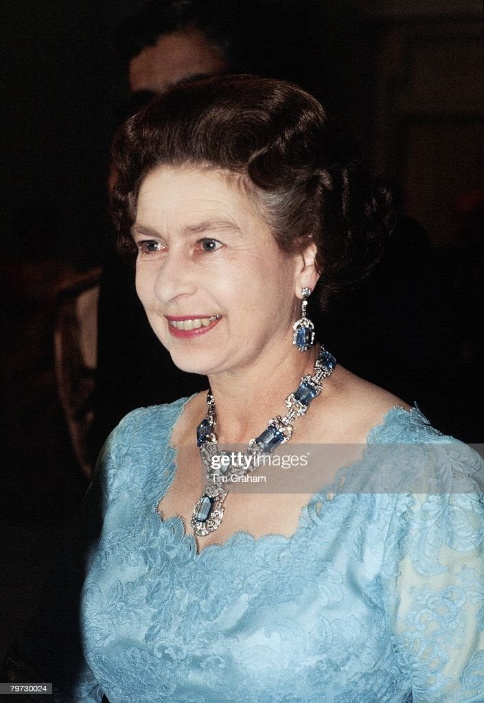 Queen Elizabeth II attends a banquet in India wearing a suit : News Photo