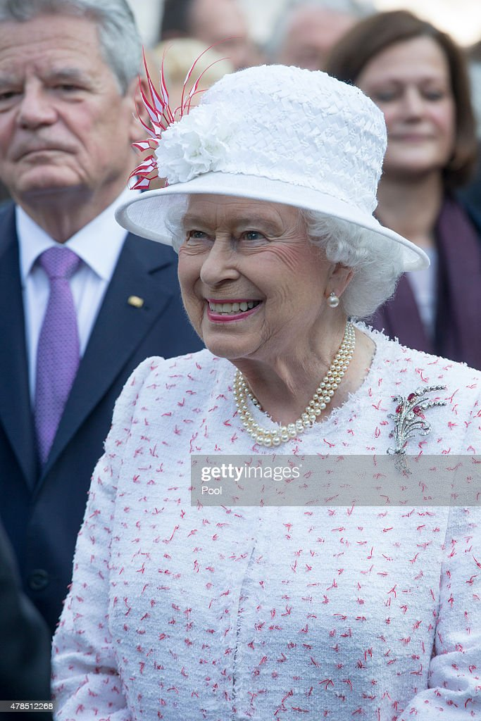 Queen Elizabeth II Visits Frankfurt am Main : News Photo