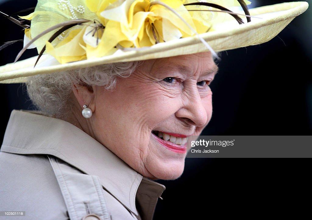 Queen Elizabeth II Visits Canada - Day 1 : News Photo
