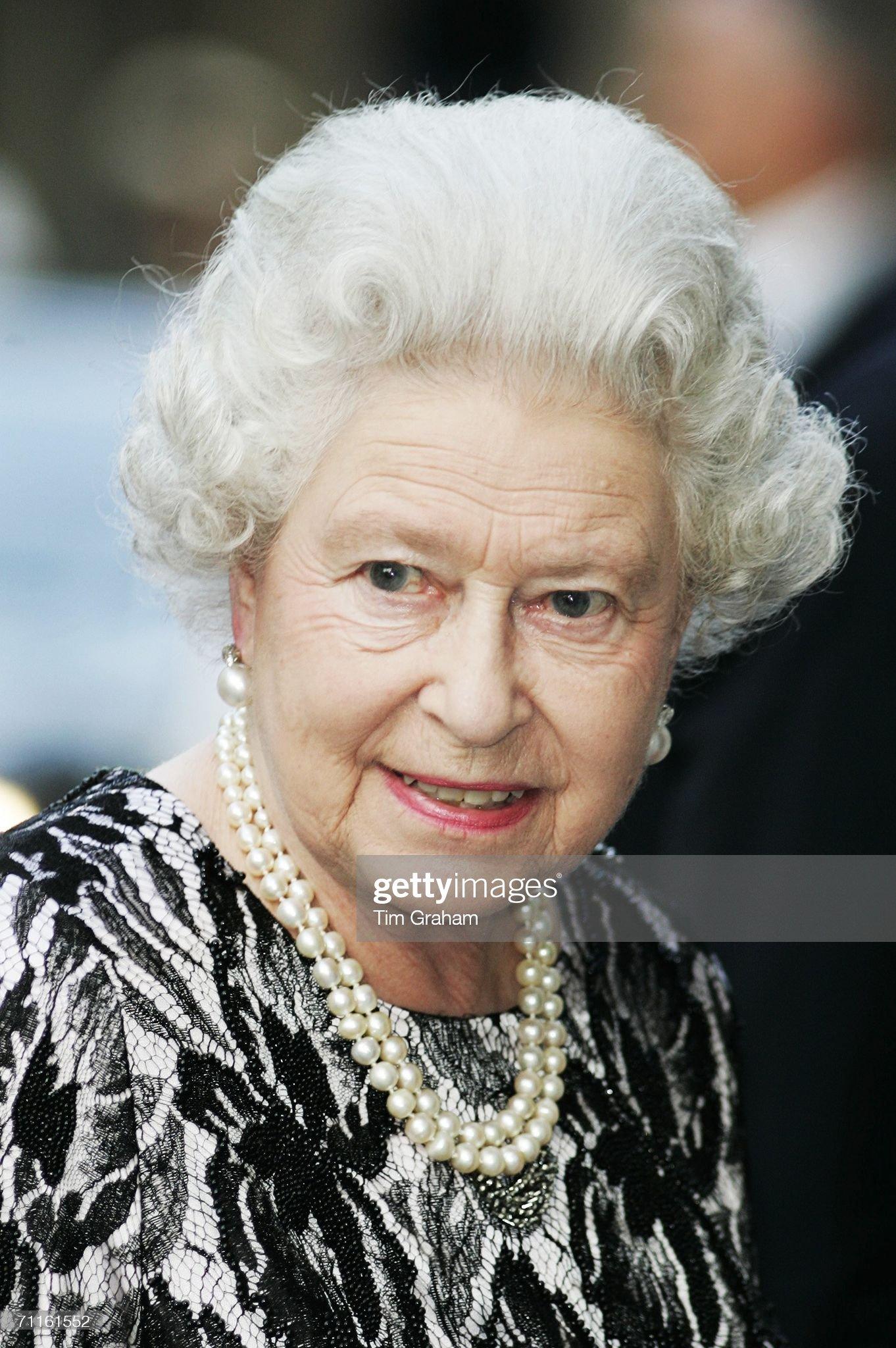 Queen Elizabeth II Attends Royal Opera House Gala : News Photo