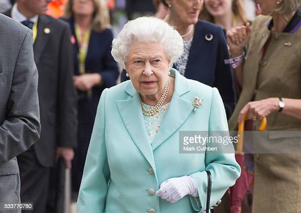 Queen Elizabeth II attends Chelsea Flower Show press day at Royal Hospital Chelsea on May 23 2016 in London England The prestigious gardening show...