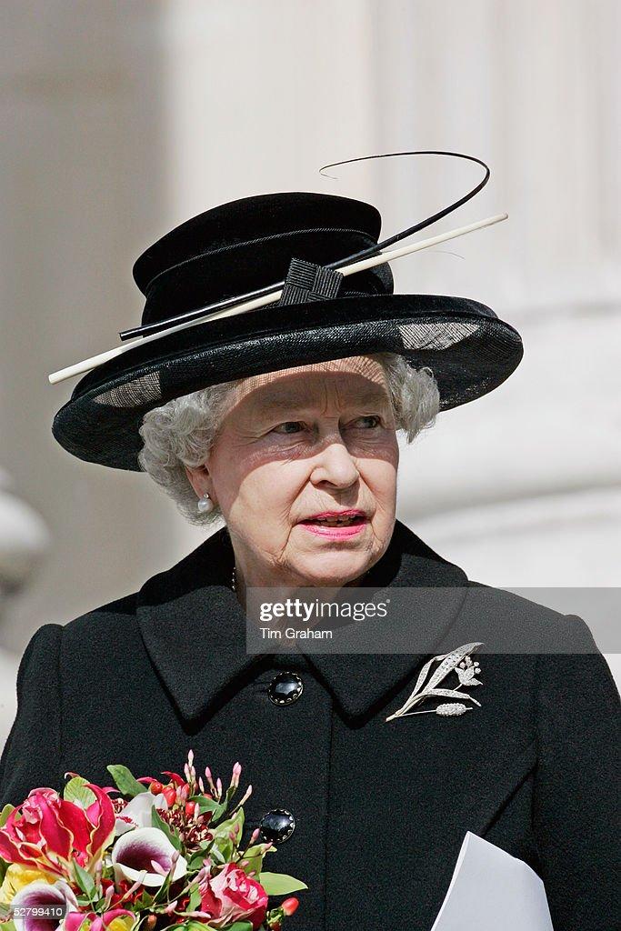 Queen Attends Memorial Service For Tsunami Victims : News Photo
