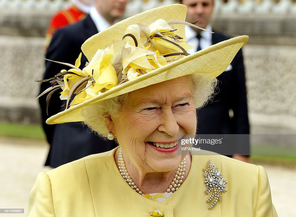 The Queen Hosts A Garden Party At Buckingham Palace : News Photo