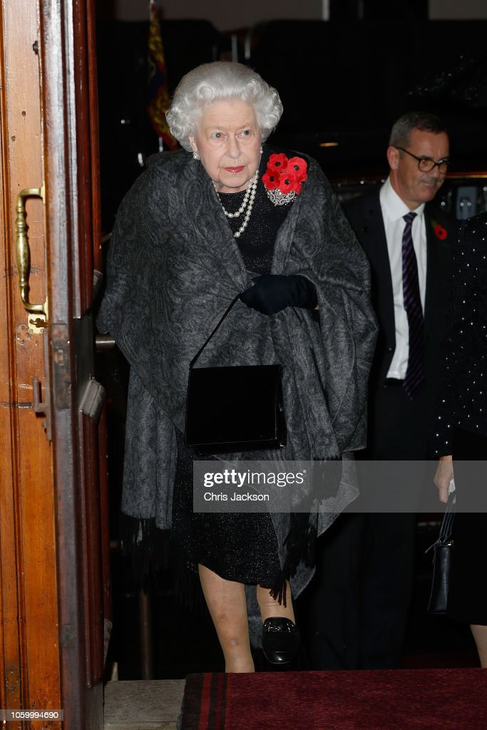 CASA REAL BRITÁNICA - Página 78 Queen-elizabeth-ii-attends-the-royal-british-legion-festival-of-at-picture-id1059994690