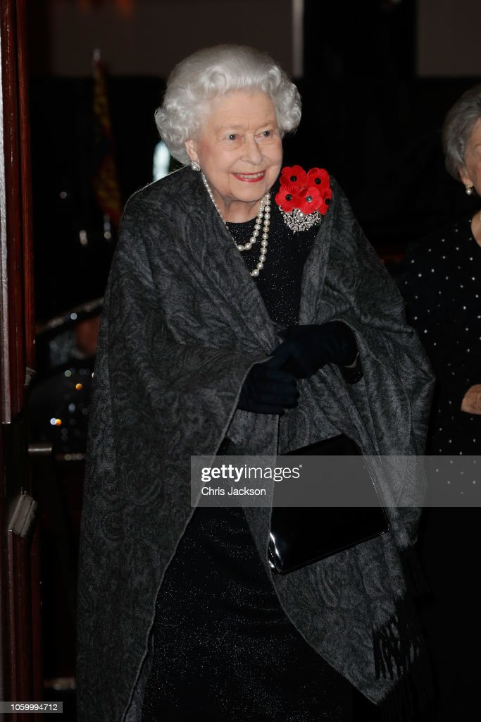 CASA REAL BRITÁNICA - Página 78 Queen-elizabeth-ii-attends-the-royal-british-legion-festival-of-at-picture-id1059994712