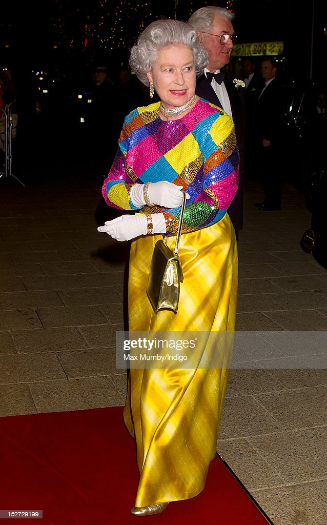 Queen Elizabeth II Attends The Royal Variety Performance : News Photo