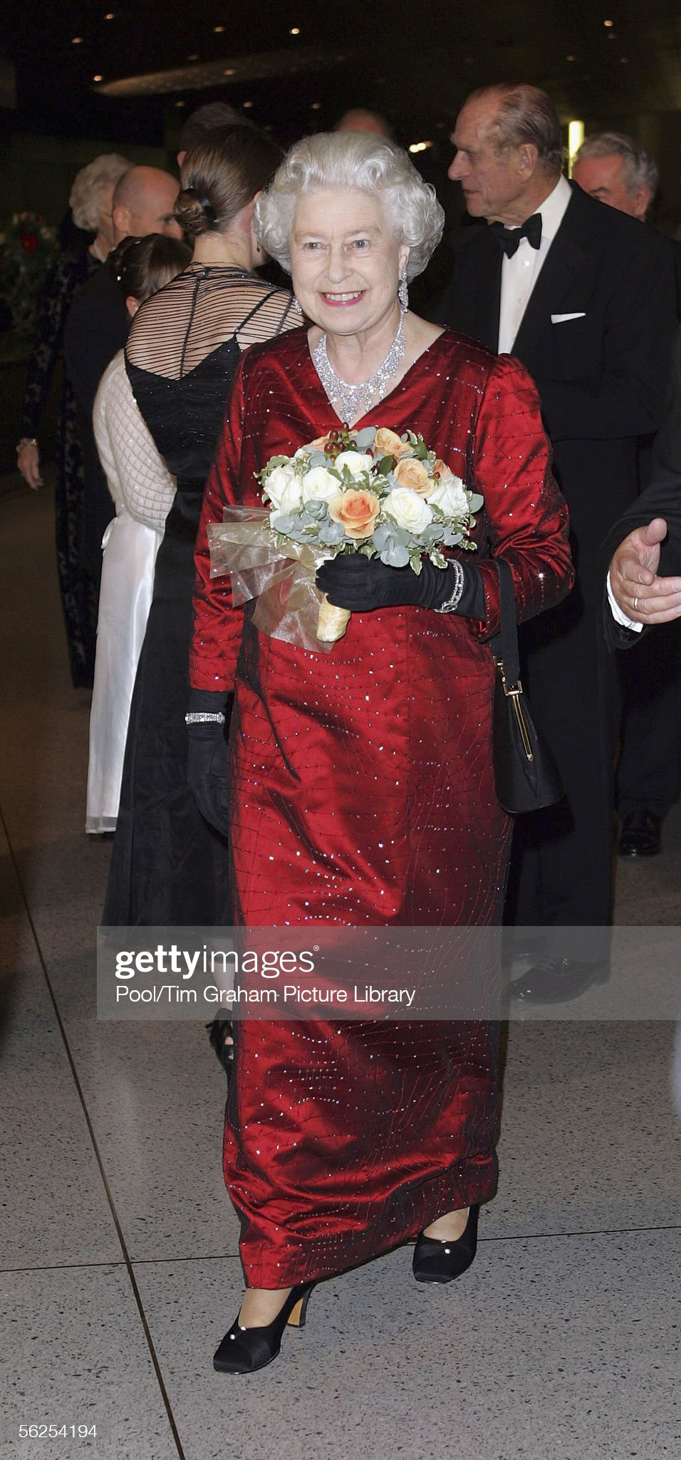 Queen Elizabeth II Attends Royal Variety Performance : News Photo