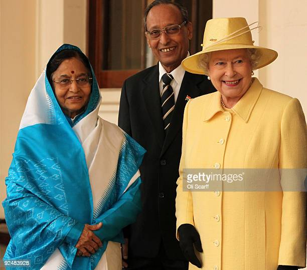 Queen Elizabeth II bids farewell to the President of the Republic of India Prathibha Devi Singh Patil and her husband Dr Devisingh Ramsingh Shekhawat...
