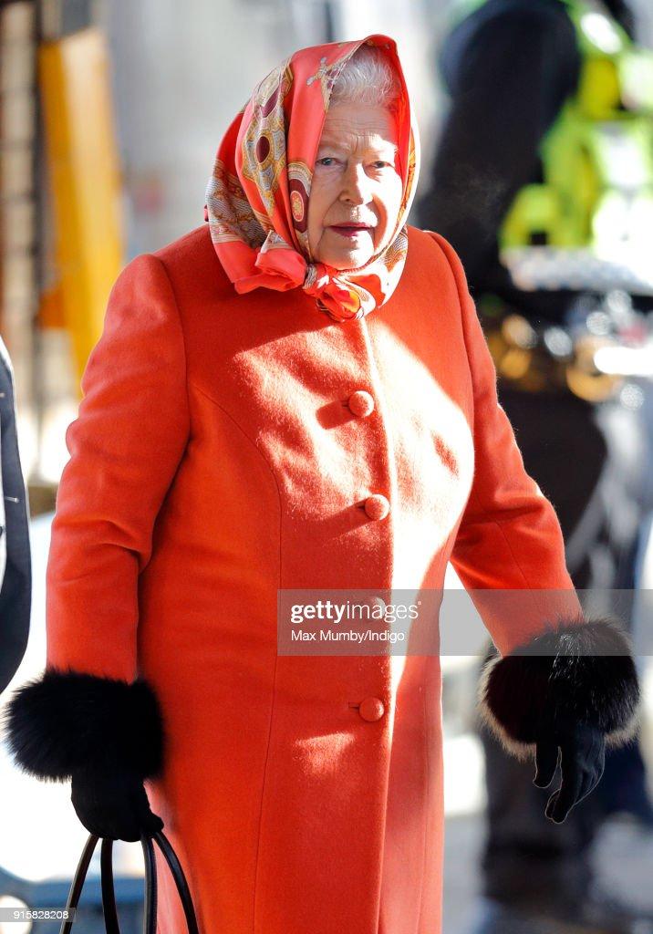Queen Elizabeth II Leaves King's Lynn Station : News Photo
