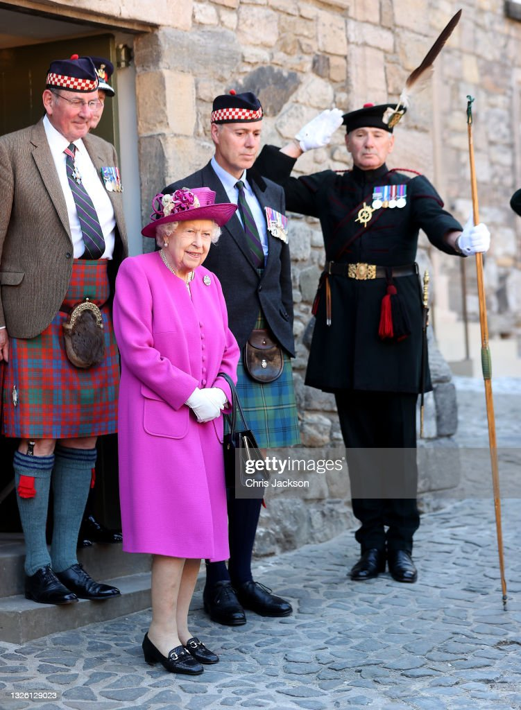 The Queen Visits Stirling Castle : News Photo