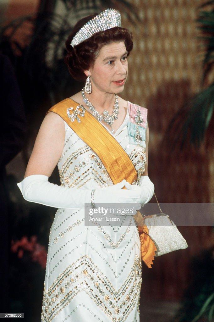 GBR: Queen Elizabeth II dressed in full regalia : News Photo