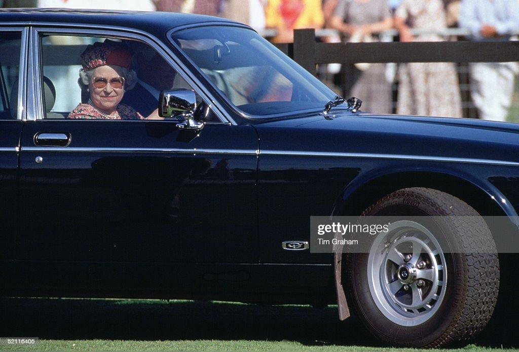 Queen Driving Daimler : News Photo