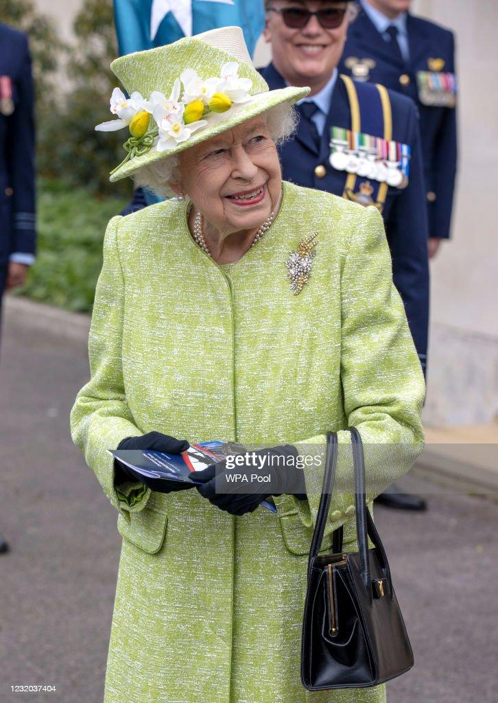 Queen Elizabeth II Visits The Royal Australian Air Force Memorial : News Photo