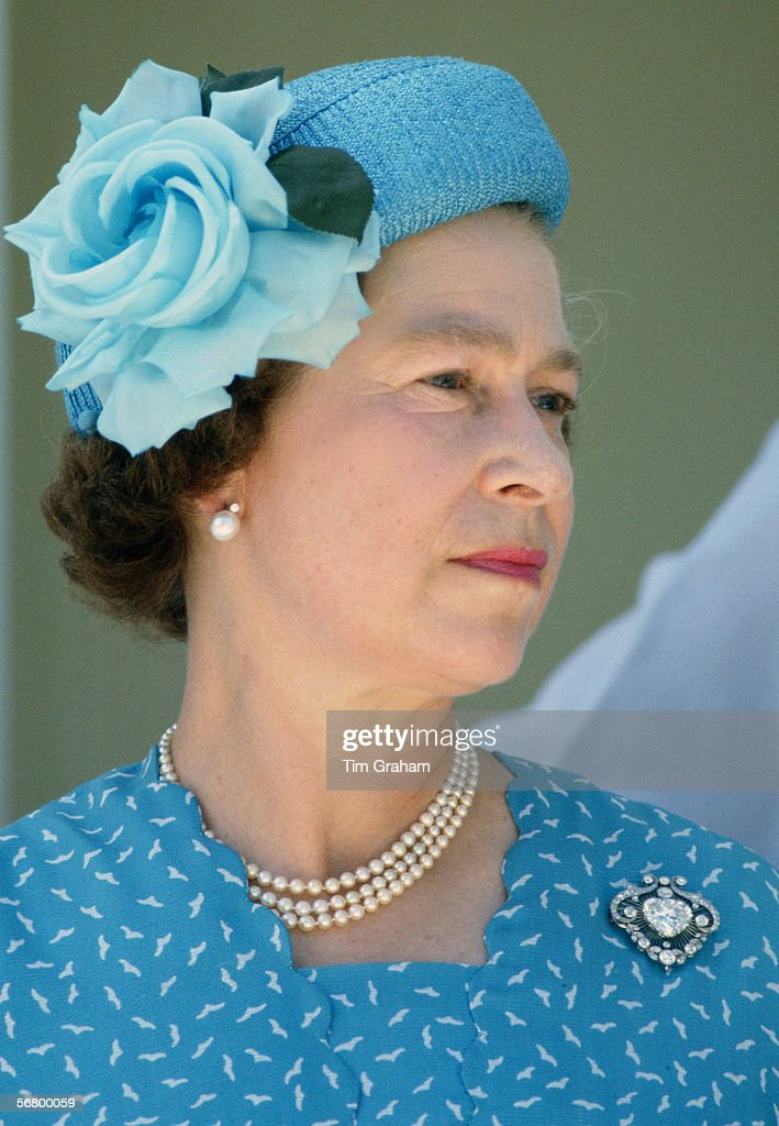 Queen In Tuvalu : News Photo