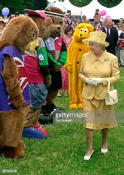 Queen Elizabeth II Getting A Warm Welcome From A Group Of Teddybears As She Tours The Golden Jubilee Picnic In Bushy Park South West London