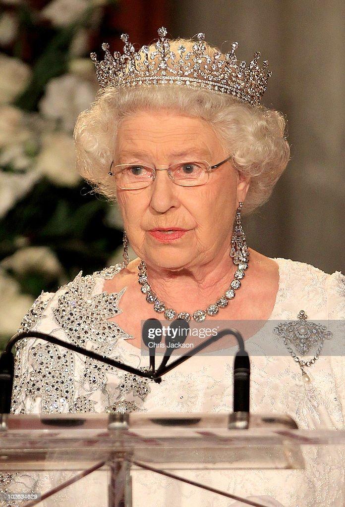Queen Elizabeth II Visits Canada - Day 8 : News Photo